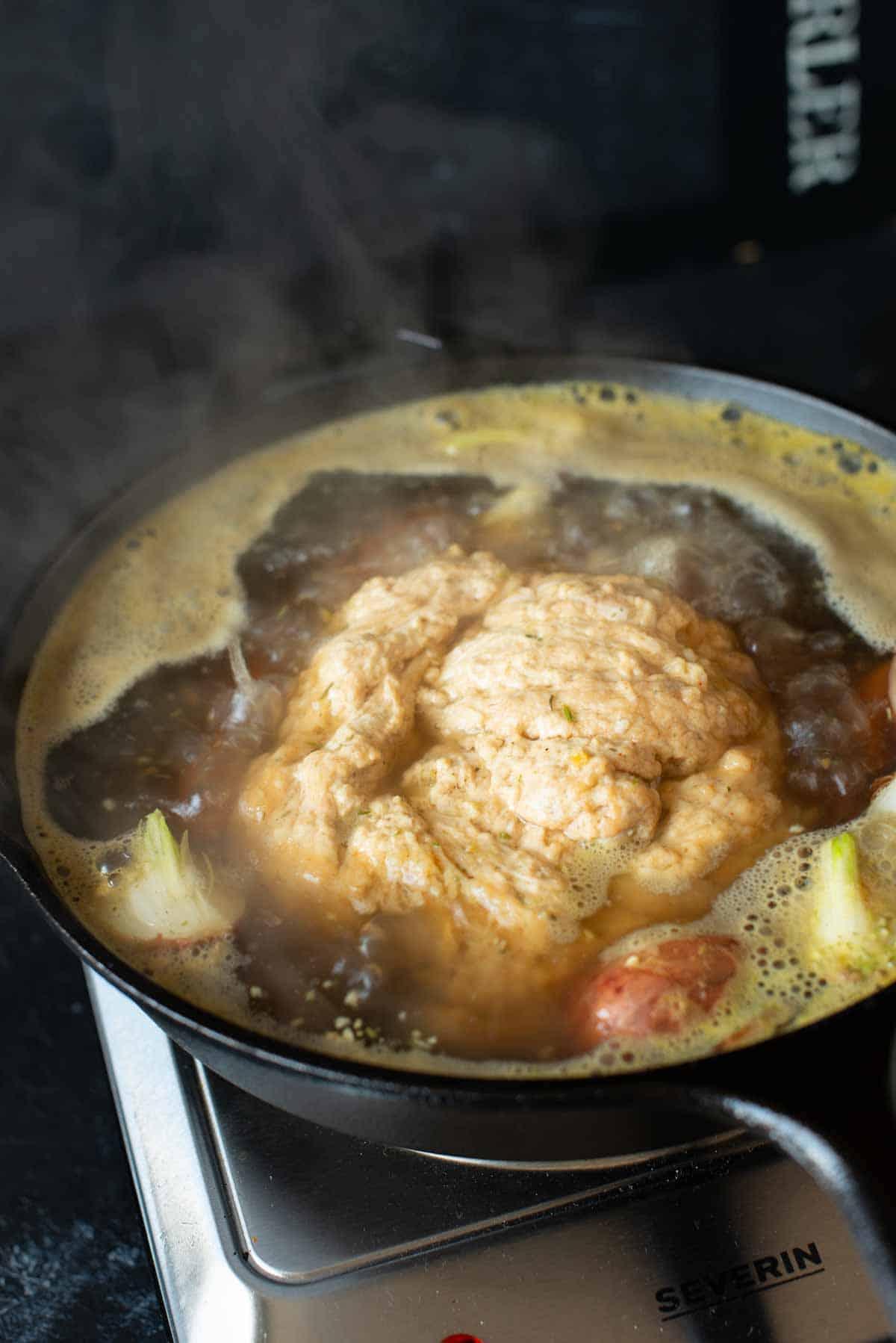 Bild vom Kochen des Seitans in der Brühe