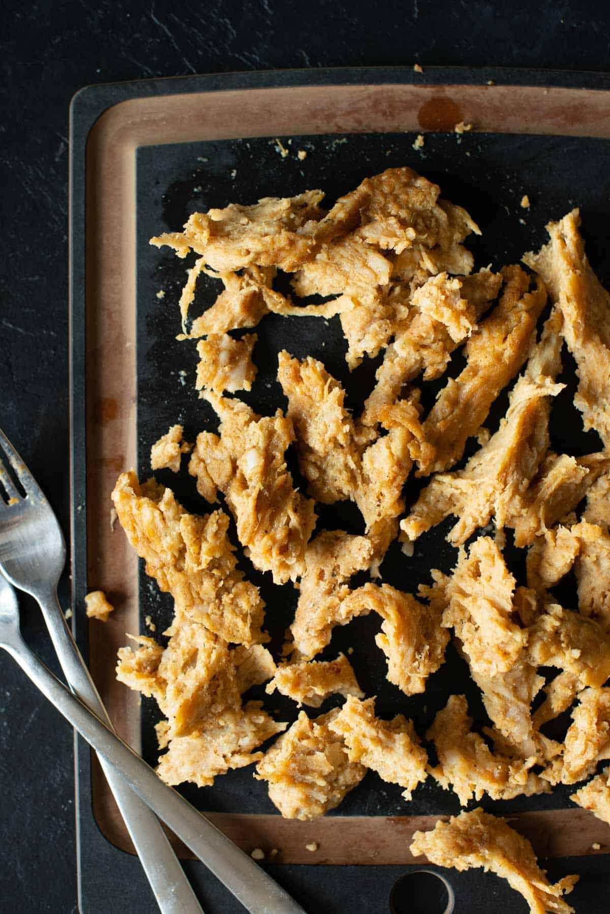 Bild des veganen Shredded Chicken einmal zerkleinert